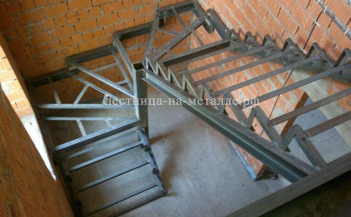 Лестница в дом из металла своими руками