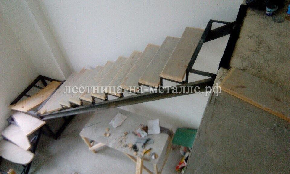Лестница своими руками с металлокаркасом 455