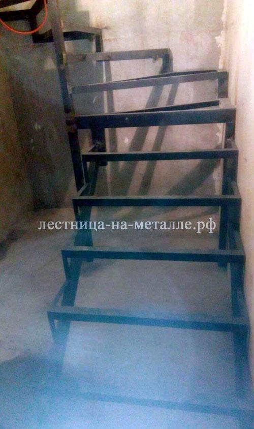 Лестница своими руками из металла с поворотом на 180 41